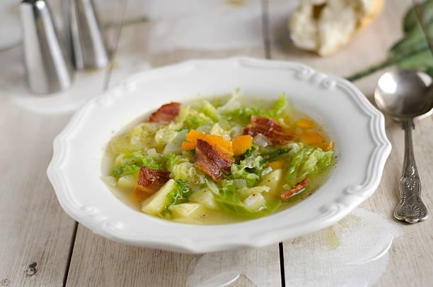 potato and cabbage soup - repolho verde - fotografias e filmes do acervo
