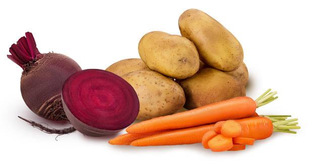 potato and carrot ring chopped, one red beet root, one cut in half - warzywo korzeniowe zdjęcia i obrazy z banku zdjęć