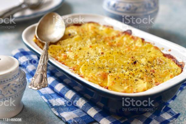 Potato Celery Gratin With Cheese - Fotografias de stock e mais imagens de Aipo