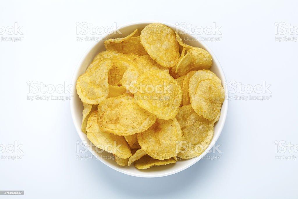 Batata chips em uma tigela - foto de acervo