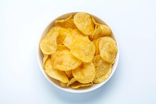 Kartoffel-chips in einer Schüssel – Foto