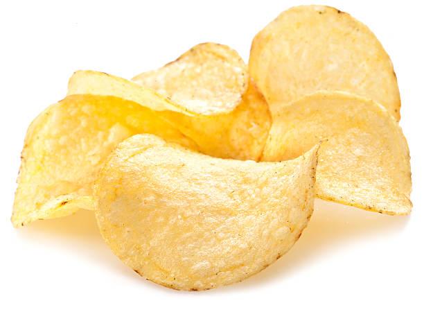 Potato chips vor einem weißen Hintergrund. – Foto