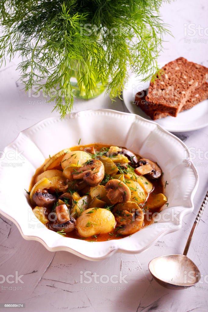 Potato, mushroom and zucchini casserole photo libre de droits