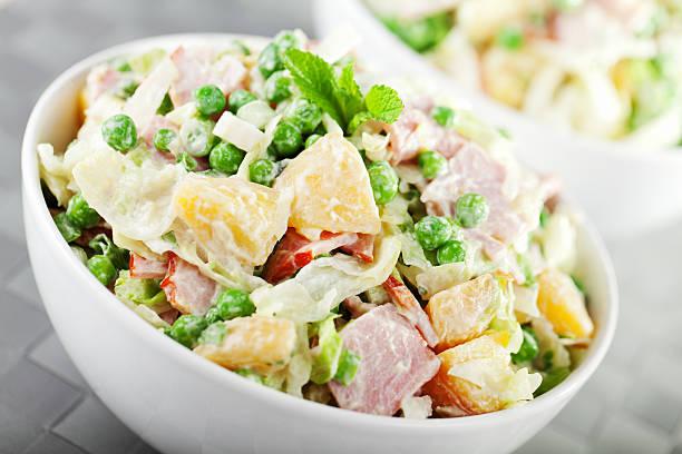 Kartoffelsalat mit Erbsen – Foto