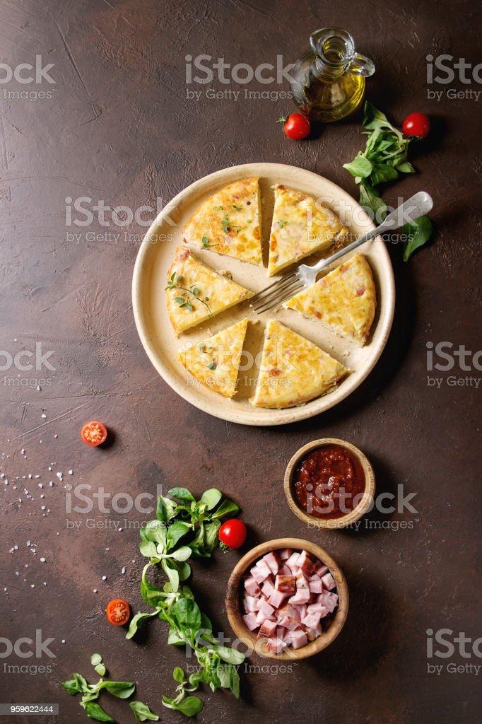 Tortilla de patatas con bacon - Foto de stock de Aceituna libre de derechos