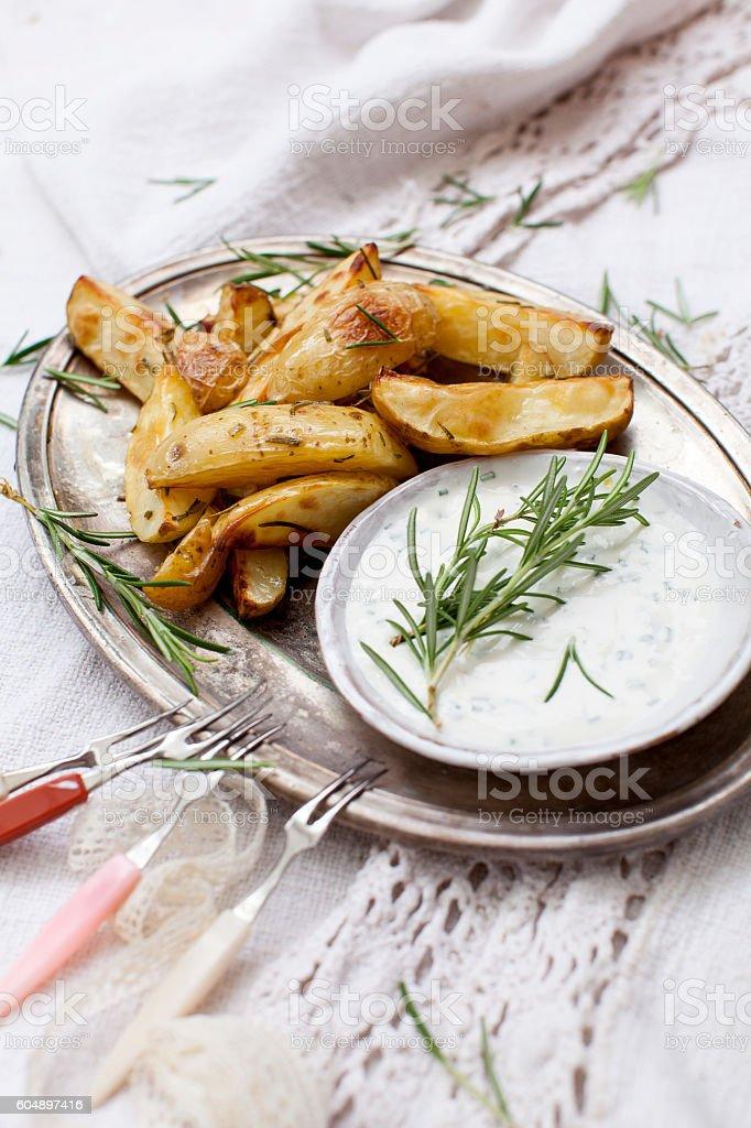 Potatoe Wedges mit Dip stock photo