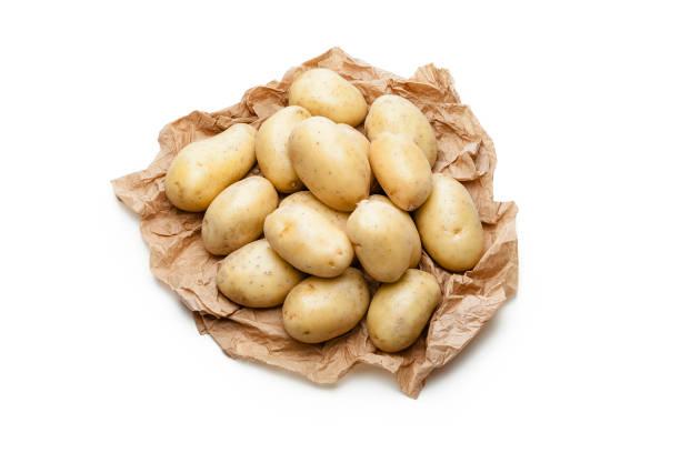 Kartoffeln auf zerknittertes Papier braun – Foto