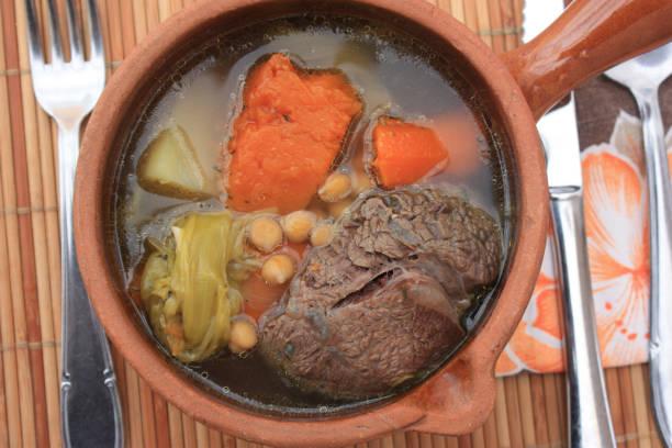 Pot-au - feu à la viande de boeuf Pot-au - feu à la viande de boeuf feu stock pictures, royalty-free photos & images
