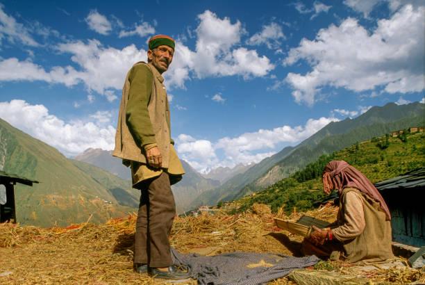 potrait of weaver old man bharmor himachal pradesh