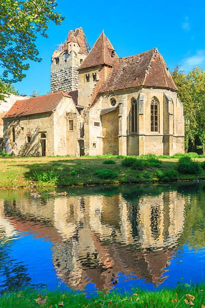 pottendorf burg und dem gotische kirche nahe eisenstadt, austr ruinen - burgenland stock-fotos und bilder