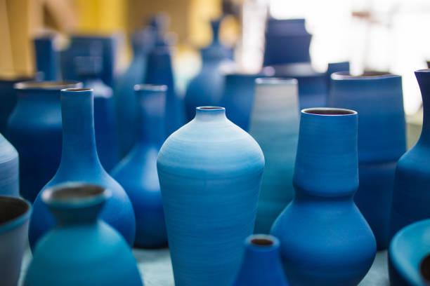 keramik auf okinawa - keramik vase stock-fotos und bilder