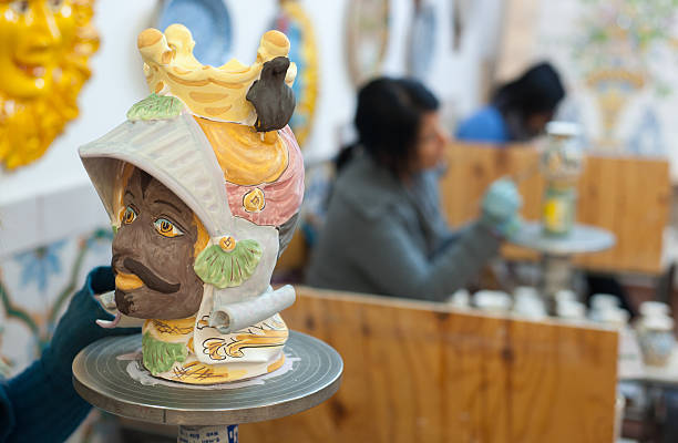 pottery decorating - handbemalte teller stock-fotos und bilder