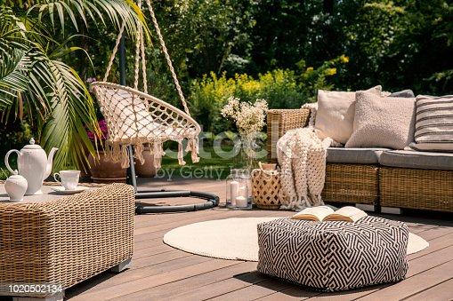 Puf Jardín Terraza Madera Con 1020502134istock Almohadas