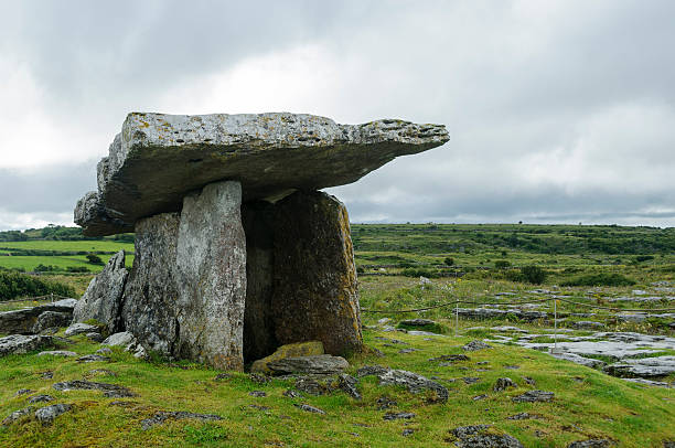 Poulnabrone dolmen, County Clare, Ireland, Europe Poulnabrone dolmen, ancient portal tomb in Burren, County Clare, Ireland, Europe portal dolmen stock pictures, royalty-free photos & images