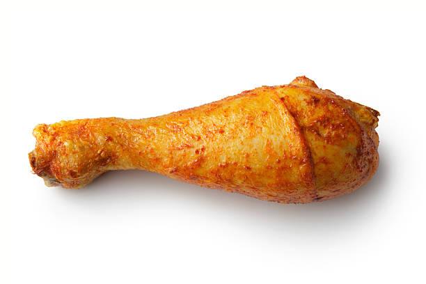 geflügel : brathähnchen trommelstock isoliert auf weißer hintergrund - hühnerkeulen stock-fotos und bilder