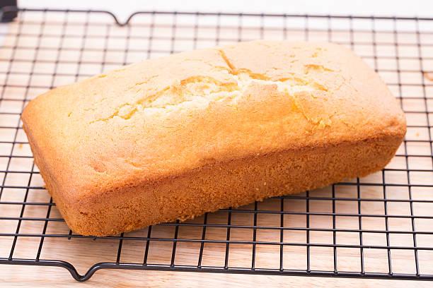 Pound Cake Cooling - foto de acervo