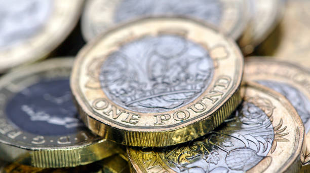 Pound Coins - UK New One Pound Coins - UK one pound coin stock pictures, royalty-free photos & images