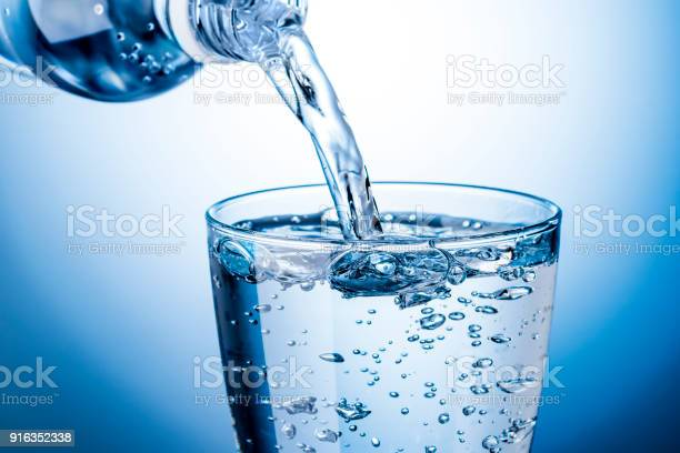 Pour carbonated water into a glass picture id916352338?b=1&k=6&m=916352338&s=612x612&h=mr61uoiruwji4r1ue1eiqszuh5awsoash4mus5faeey=
