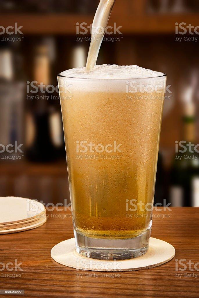 Eingießen Bier – Foto