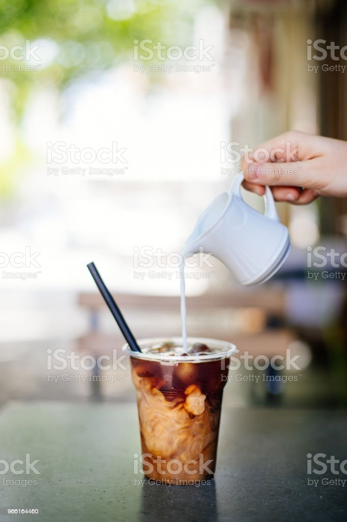 Pouring cream in cold brew coffee - Стоковые фото 2017 роялти-фри