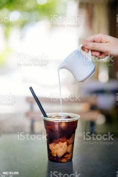 Hälla Grädde I Kall Brygga Kaffe-foton och fler bilder på 2017