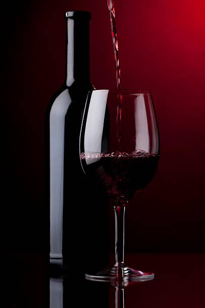 Gießen Rotwein – Foto