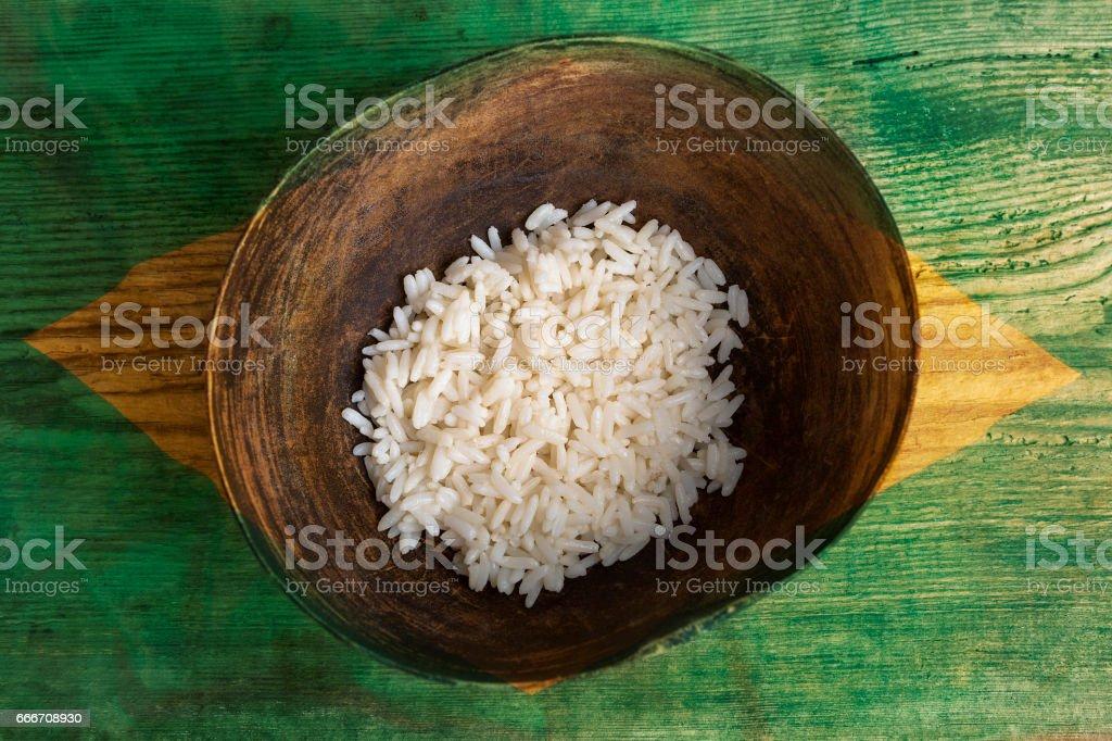 Armut-Konzept, Schüssel Reis mit brasilianische Flagge – Foto