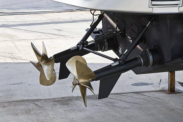 macht boot propeller - rudermaschine stock-fotos und bilder
