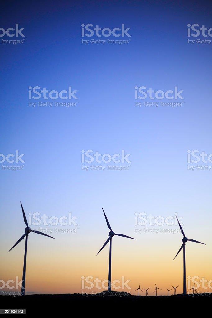 Turbiny wiatrowe wytwarzania energii zbiór zdjęć royalty-free
