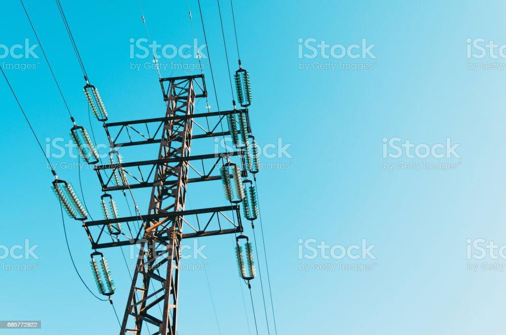 高壓電線與電源線支援。 免版稅 stock photo