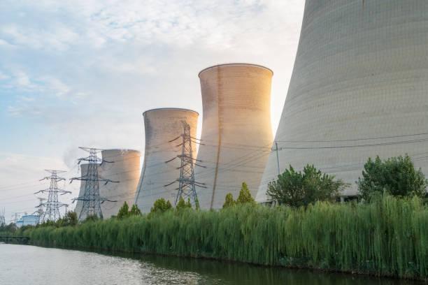 Kraftwerk in der Dämmerung – Foto