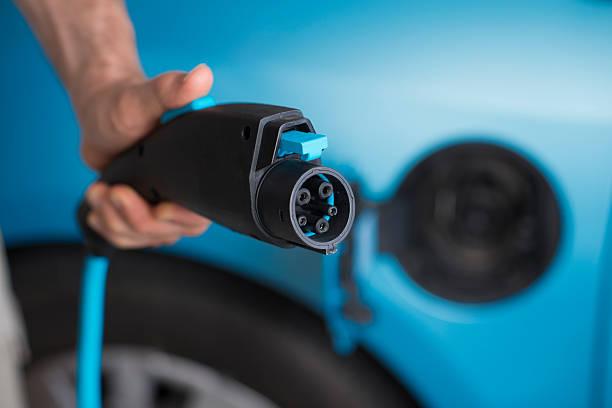 prise électrique de voiture électrique. - prise électrique à trois fiches photos et images de collection