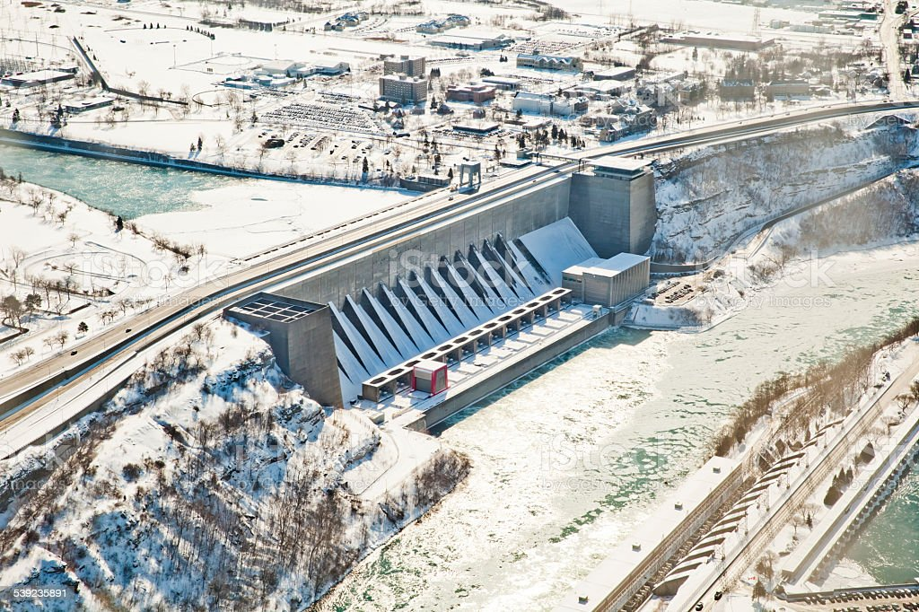 Power Station en las Cataratas del Niágara al río foto de stock libre de derechos