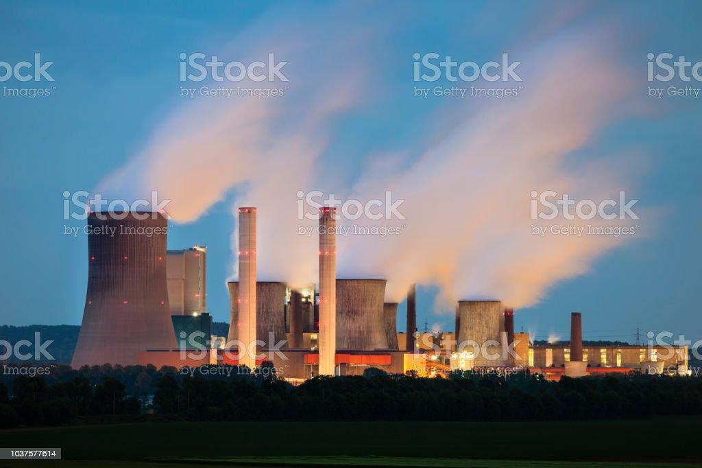 Power Station bei Nacht – Foto
