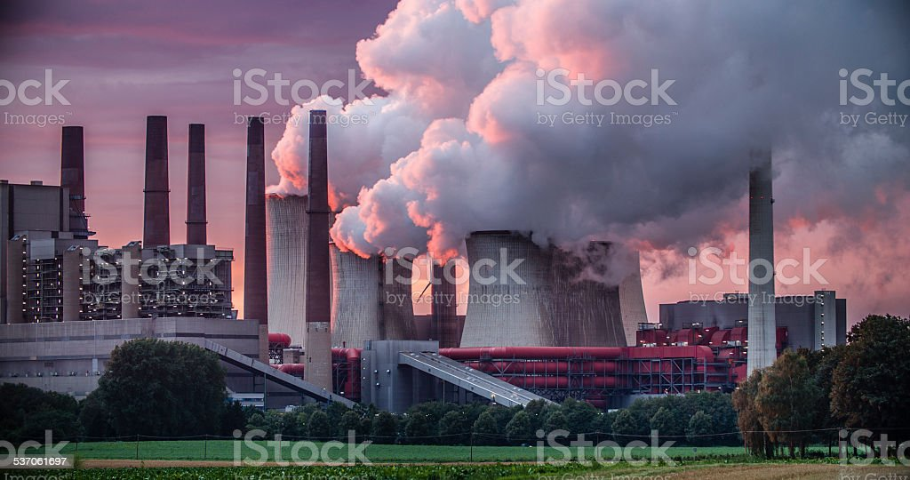 Power Station Chimneys - Royaltyfri 2015 Bildbanksbilder