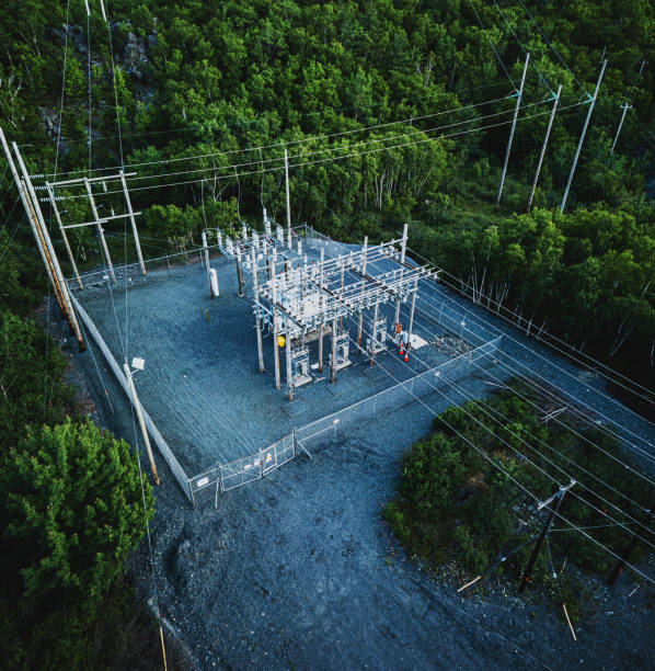 power-substation - hoogspanningstransformator stockfoto's en -beelden