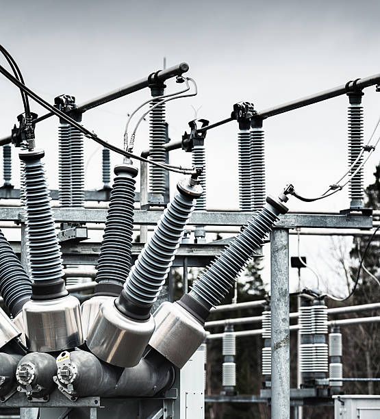 power substation - hoogspanningstransformator stockfoto's en -beelden