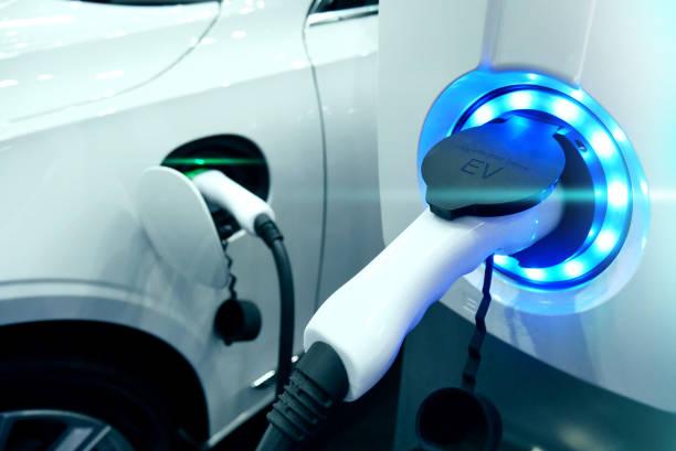 Bloc d'alimentation se connecter à des véhicules électriques pour charge de la batterie. Charge le transport de l'industrie de technologie qui sont la futuriste de l'Automobile. Carburant EV Plug dans voiture hybride. - Photo