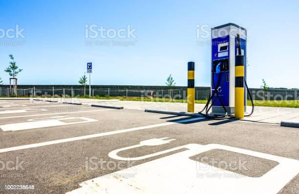 Power Supply Für Elektrofahrzeuge Stockfoto und mehr Bilder von Stromtankstelle