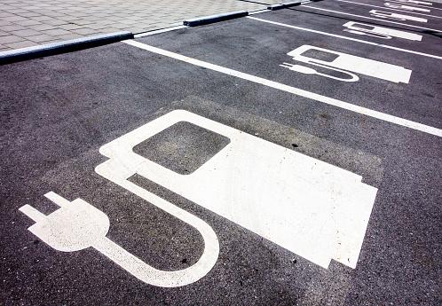 Power Supply For Electric Cars - Fotografie stock e altre immagini di Ambientazione esterna