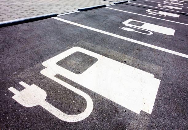 power supply for electric cars - automobile con biodiesel foto e immagini stock