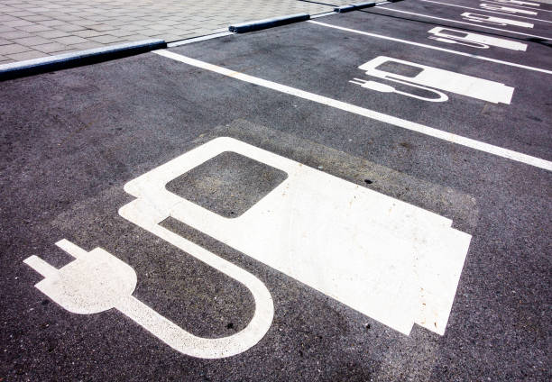 power supply for electric cars - macchina ibrida foto e immagini stock