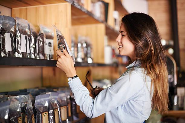 power zu wählen - kaffee shop stock-fotos und bilder