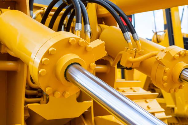 Leistungsstarke Hydraulikzylinder. Das Hauptantriebselement für Baumaschinen – Foto