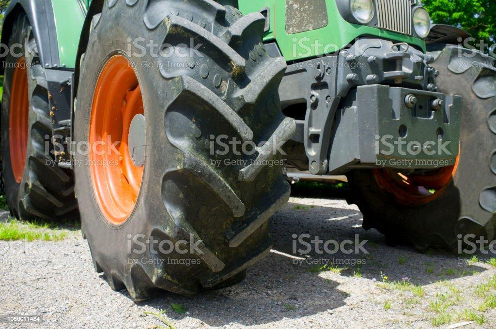 Leistungsstarke Traktorreifen front-End auch mit Traktion – Foto