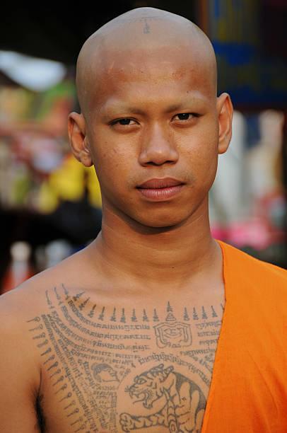 pra-mark - buddhist tattoos stock-fotos und bilder