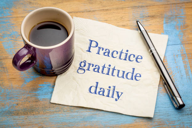practice gratitude daily - reminder on napkin - gratidão imagens e fotografias de stock