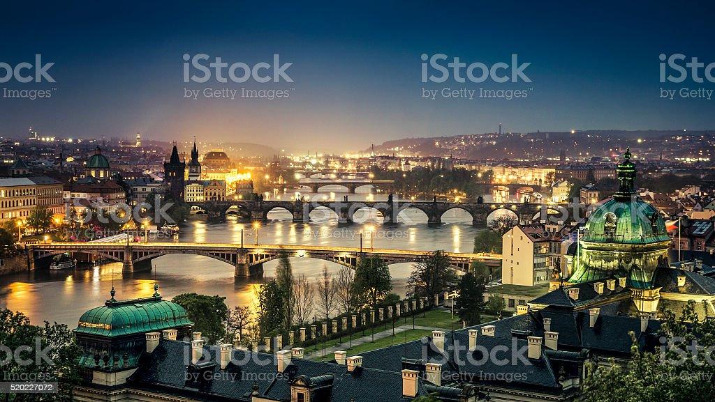 Prague dans la nuit photo libre de droits