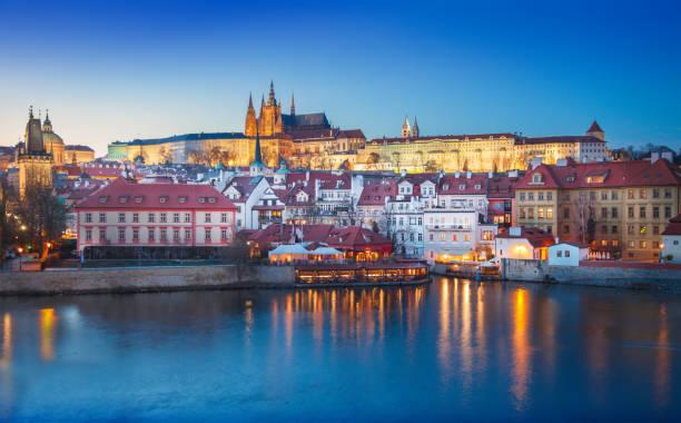 Die Prager Burg bei Nacht. Tschechische Republik – Foto