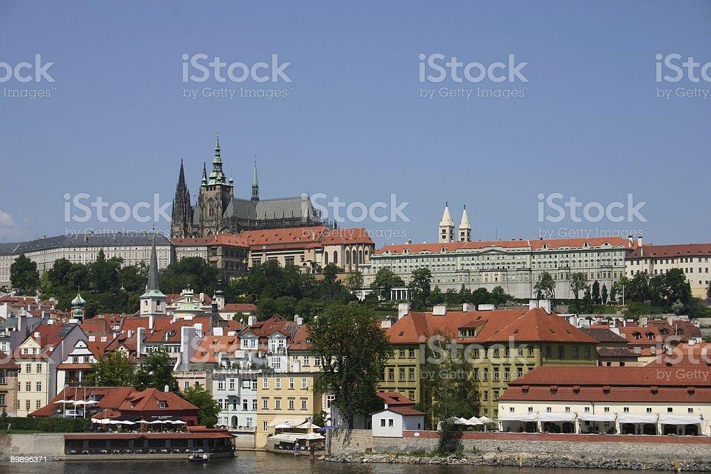 Catedral de Praga desde el río foto de stock libre de derechos